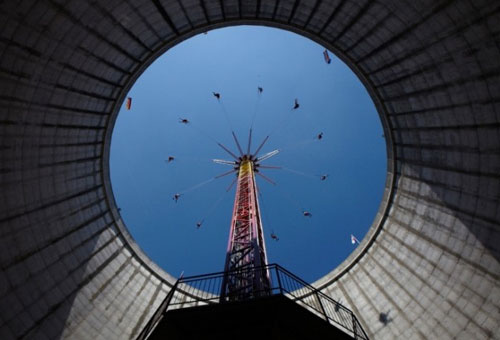 Nuclear Reactor Cooling Tower Yo-Yo Swing Ride