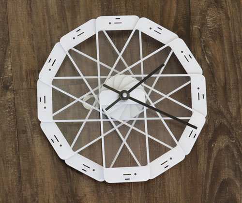 Upcycled Broken iPhone Clock