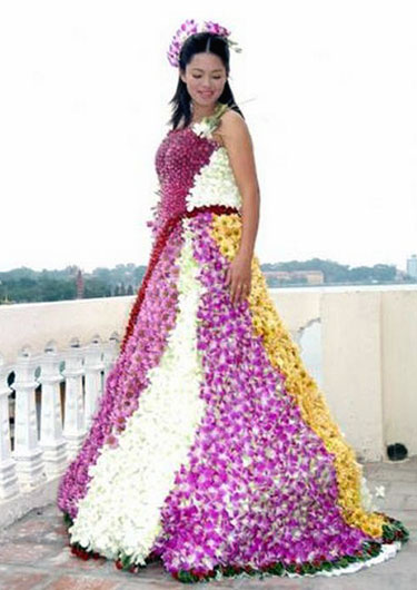 Wedding Dress Made From Flowers 187 Funny Bizarre Amazing
