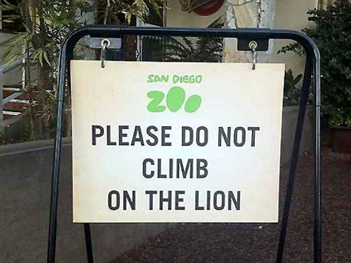 Please Do Not Climb On The Lion | San Diego Zoo Sign