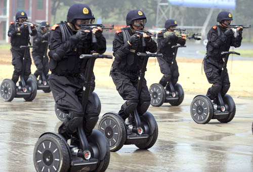 Chinese Police Demonstrate Anti-Terrorism Drill